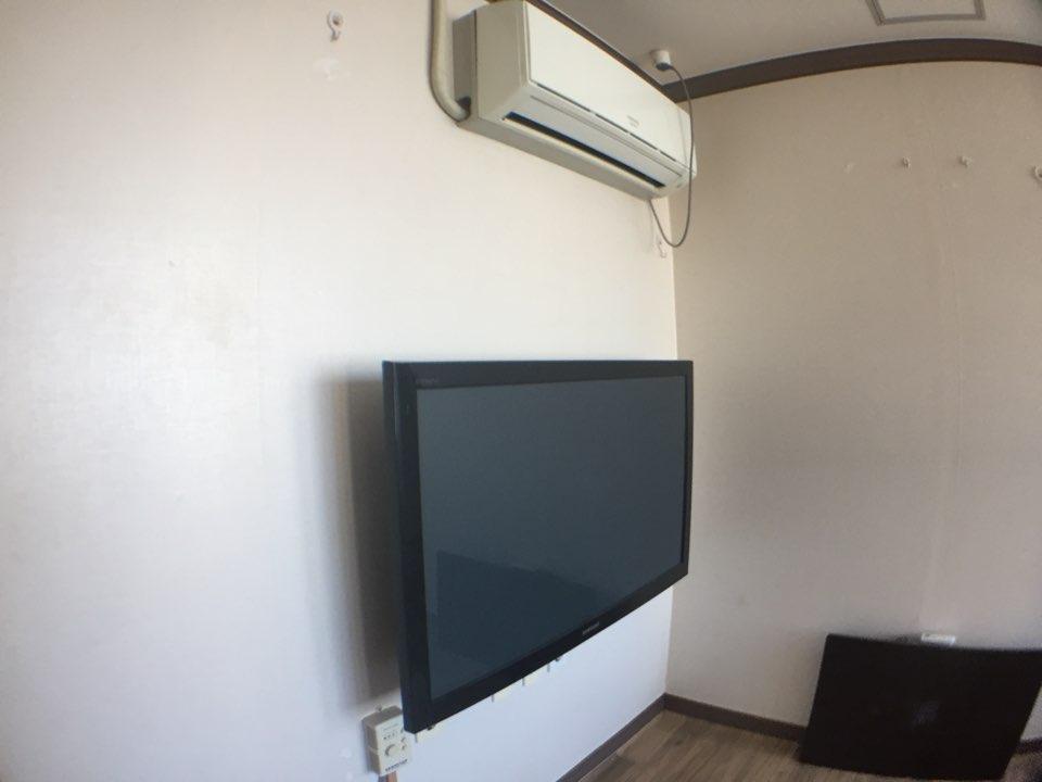 テレビ、エアコン