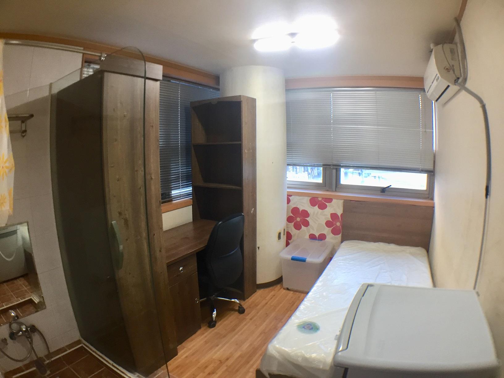 部屋1(窓あり)
