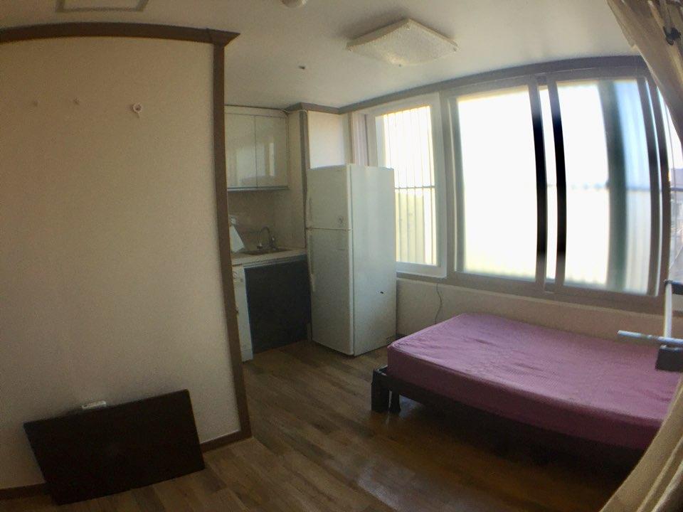 部屋2(外窓あり)